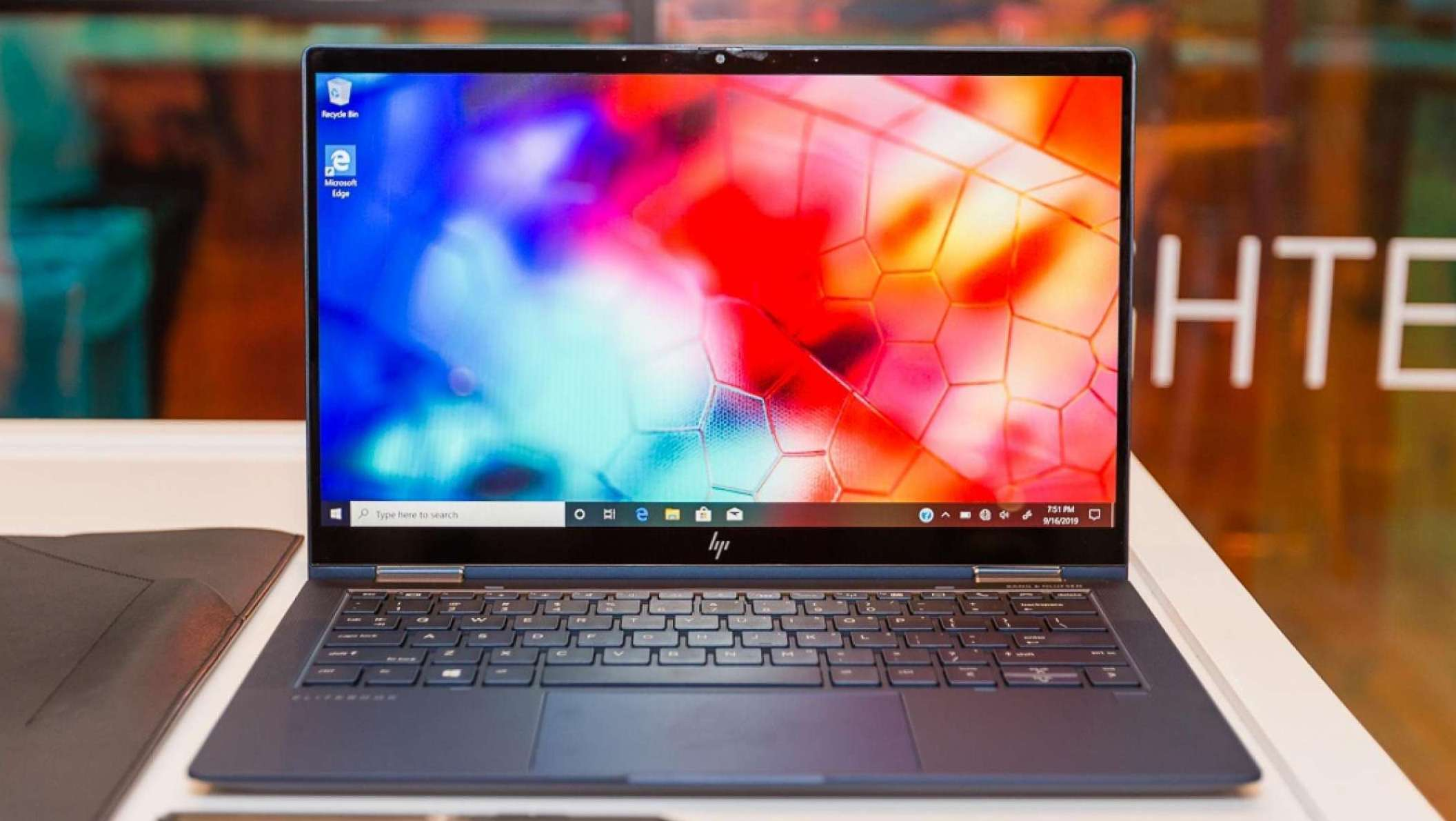 Elite Dragonfly, noul laptop de top al HP